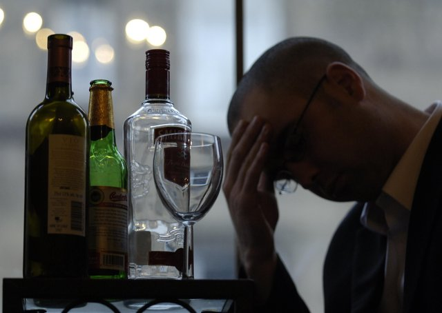 One in 10 Scottish drinkers – some 370,000 adults –  admitted drinking more than they normally would throughout lockdown, even as restrictions eased. (Pic: Rob McDougall)