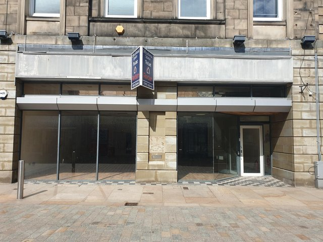 The former Santander bank on Kirkcaldy High Street is to become the new base for Lloyds Pharmacy