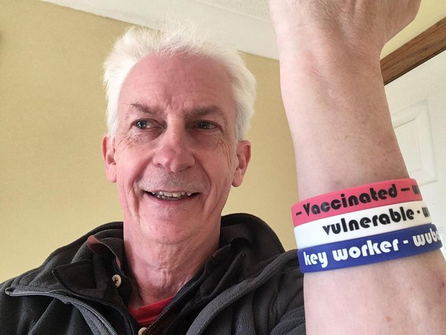 Brian Henderson proposed that a simple coloured wristband scheme could let people know how safe others are and prevent the spread of Covid-19