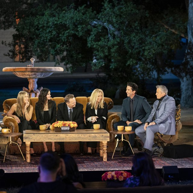 Friends star Jennifer Aniston, Courteney Cox, Lisa Kudrow, Matt LeBlanc, Matthew Perry and David Schwimmer reunited for a one-off special.
