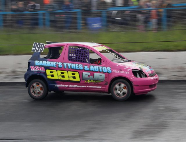 Nicole Russell on the track at Cowdenbeath Racewall