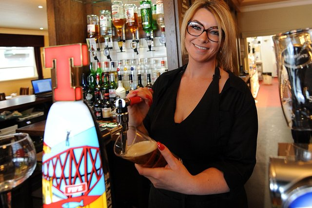 First pint of 2021 poured at the Novar Bar by Karli (Pic: Fife Photo Agency)