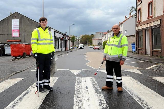 Street orderlies Stevie Wright and Scott Bernard. Pic: Fife Photo Agency.