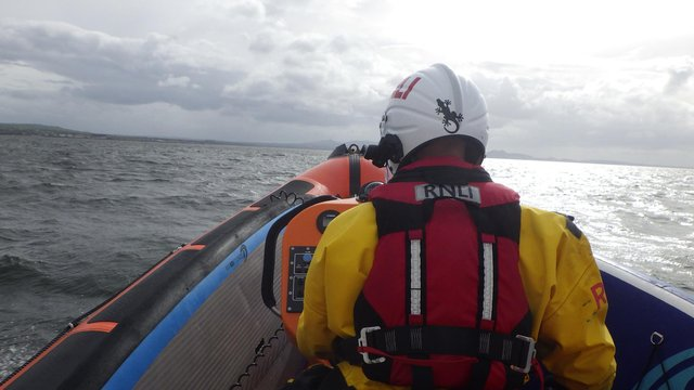 Lifeboats crews from both sides of the Forth were involved in the rescue (Pic: Kinghorn RNLI)