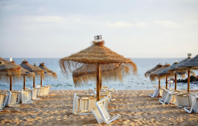 Travel agents are calling for help as the holiday industry continues to be hit by pandemic restrictions.