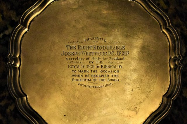 """The plate which a recipient received for being bestowed with the accolade of """"Freedom of the Burgh"""" for Kirkcaldy"""