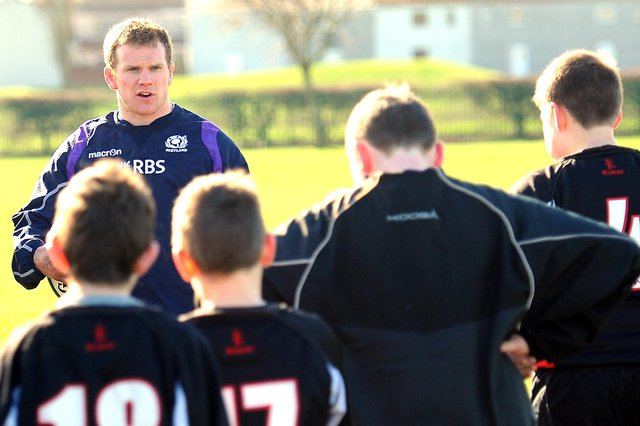 Chris Fusaro passes on some rugby hints and tips to Fife school pupils. Pic by Walter Neilson
