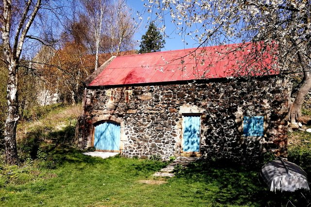 The old Hermitage building houses Art by the Loch.
