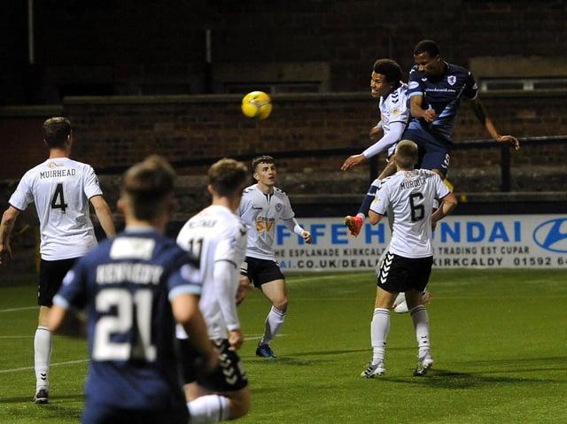 Manny Duku win a header (Pic: Fife Photo Agency)
