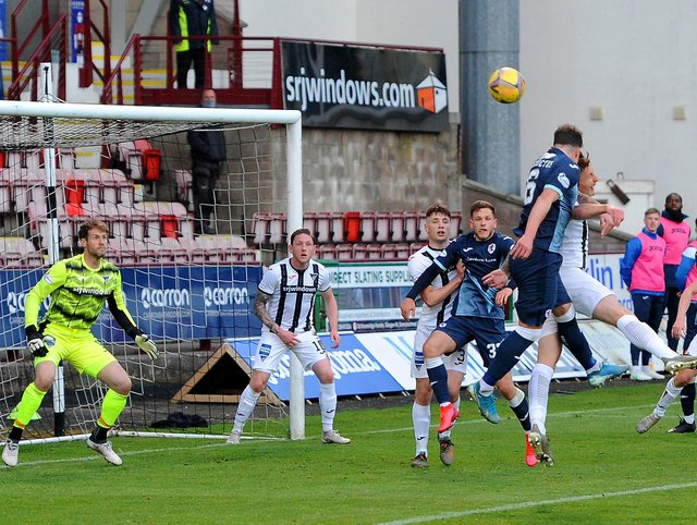 Kyle Benedictus heads over from a Regan Hendry corner (Pic: Fife Photo Agency)