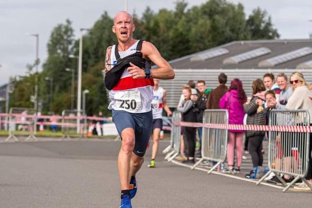Fife AC's Derek Rae racing at the Stirling 10K. Stock image