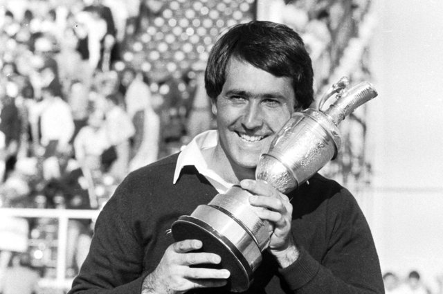 Seve Ballesteros clutches theclaret jug inSt Andrews after hiswin in 1984. Pic by Ian Brand / TSPL