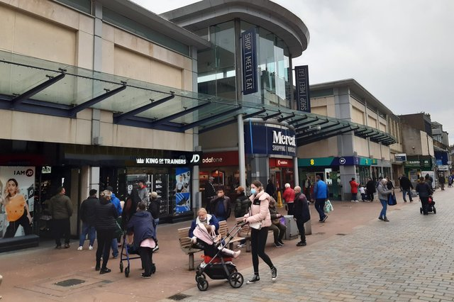 Early shoppers out in Kirkcaldy High Street